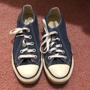 Navy blue low top converse